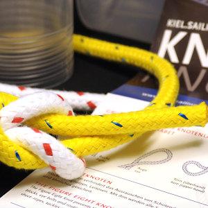 Knotenbox mit Tampen, Ring und Anleitungen für Kiel-Marketing
