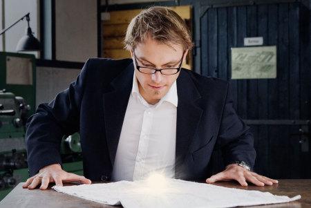 Tobias Danklefsen entwickelt, prüft und hält Ideen in Konzepten fest